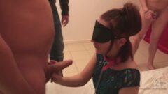 Üvey kız kardeşinden abisine sürpriz porno